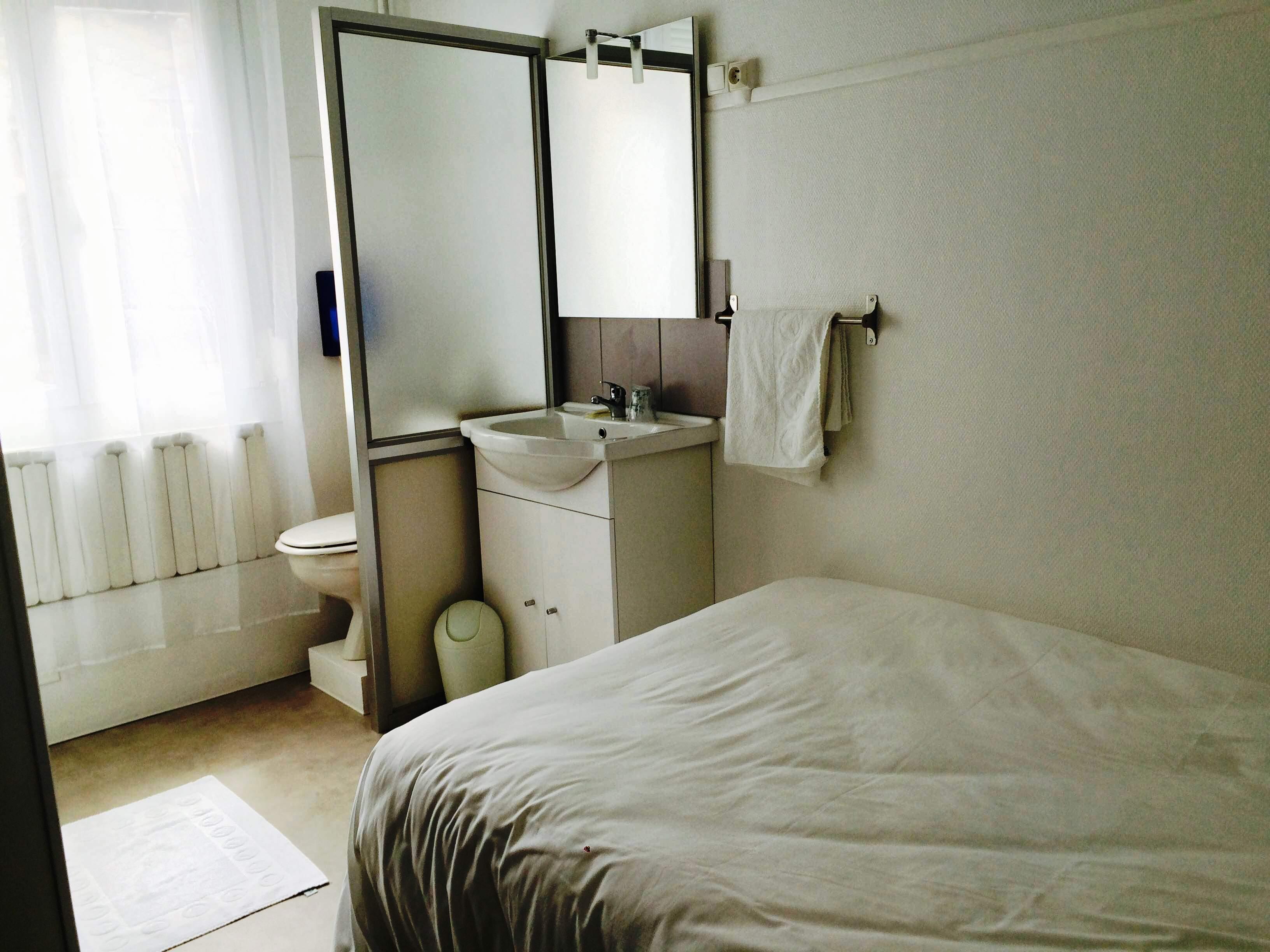 Chambre conomique h tel de normandie for Chambre hotel normandie